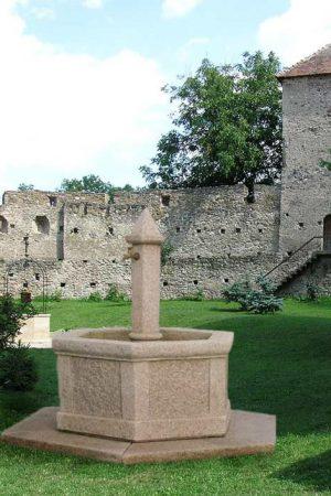 """Granitbrunnen """"Kreuzenstein"""""""
