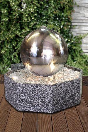 Edelstahlkugelbrunnen 58 cm in Granitwanne