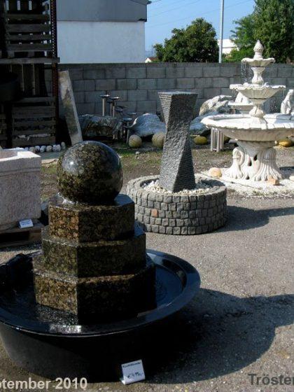 """Granit-Kugelbrunnen """"Aztek"""""""