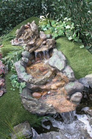 "Polyresin Wasserfall ""Hong He"""