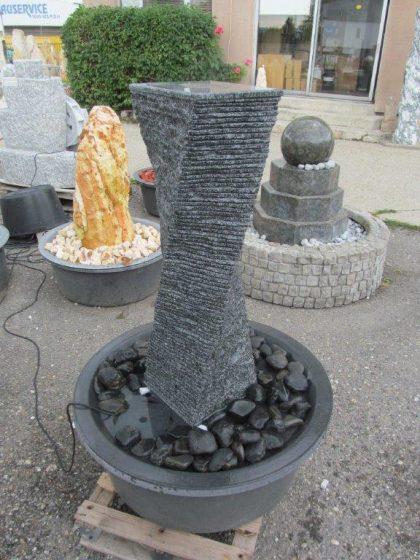 """Granit-Stelenbrunnen """"Chiang"""", gedreht 130 cm"""
