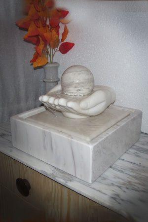 """Kugelbrunnen """"Healing Hands"""""""
