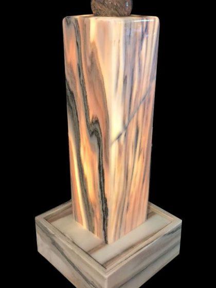 Lichtbrunnen aus Sölkermarmor mit Kugel
