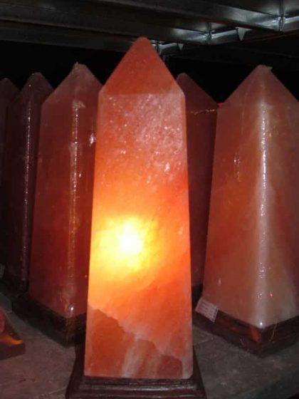 """Salzkristall Leuchte """"Obelisk"""""""