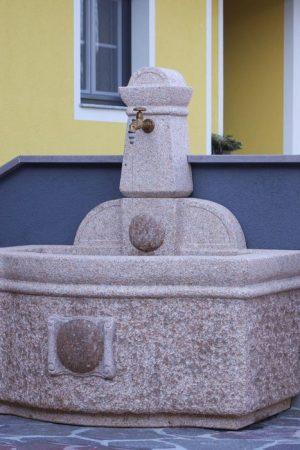 """Granitbrunnen """"Tratzberg"""" (Art. Nr.: 85994/rosa)"""