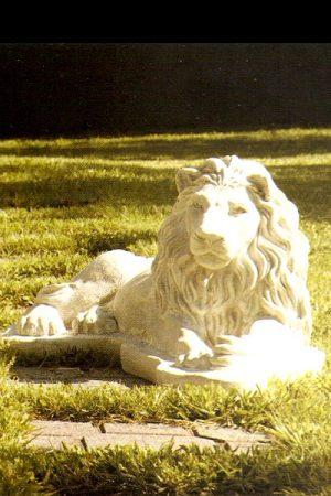 "Gartenfigur Löwe liegend ""Leone berbero sx"""