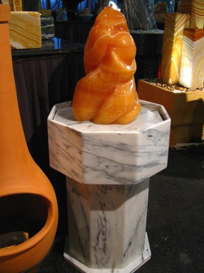 Orangencalcit-Skulptur-Brunnen 110 cm