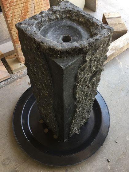 Granit-Brunnen-Stele Padang, 75 cm