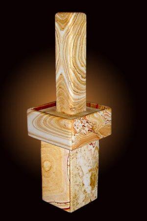 Regenbogen Sandstein Stele mit Sockel 82 cm